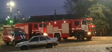 Потужна пожежа розгорілася на Харківщині: з'їхалися три бригади рятувальників, фото НП