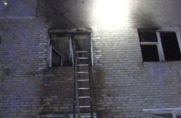 Масштабна пожежа охопила багатоповерхівку у Львові: у квартирах опинилися діти