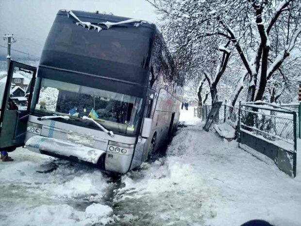 Скільки ДТП сталося в Україні через снігопад: названо цифру
