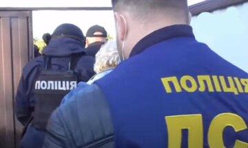 Ударила отца ножом в грудь: семейный конфликт закончился трагедией на Буковине, детали