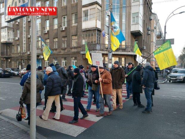Украинцы штурмовали центр Киева, улицы перекрыты: первые подробности и кадры с места ЧП