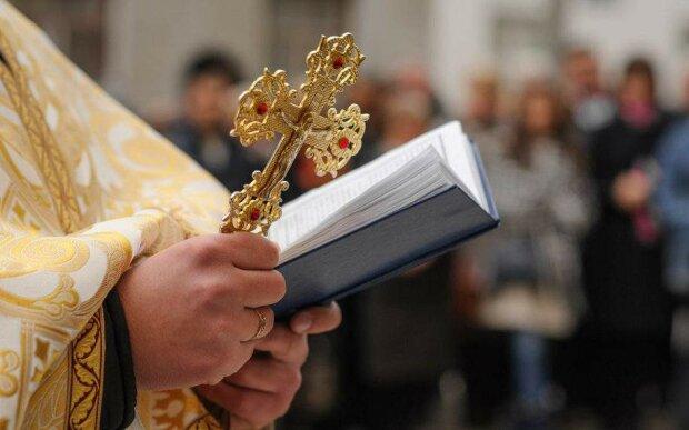 Кресты, иконы и толпа копов: зачем московский патриархат «вывел» людей на улицы