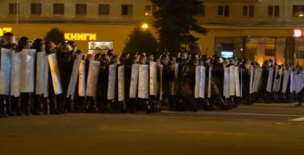 """""""Лежать штабелями"""": у мережі показали, як міліція Лукашенка знущається над білорусами"""