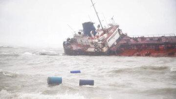 """Катастрофа у побережья Одессы: """"вещества достигли городских пляжей"""", кадры ЧП"""
