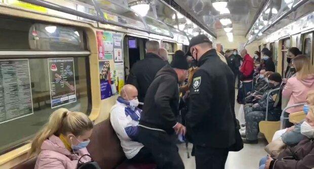 """Драконовские штрафы в 17 тысяч гривен настигли украинцев в метро, за что карают: """"На выход!"""""""