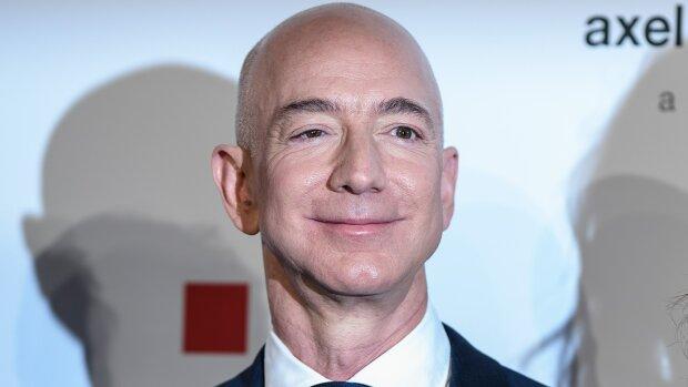 Самый богатый человек мира впервые показал новую возлюбленную: яркие фото