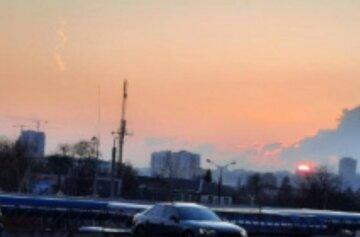 """""""Что-то начало падать"""": странное явление в небе над городом озадачило харьковчан, кадры"""