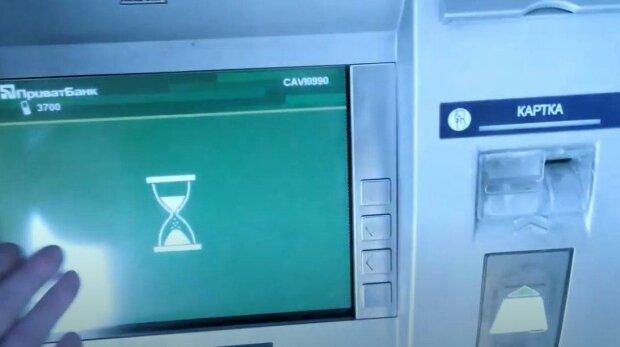 """ПриватБанк бросился блокировать деньги на счетах украинцев из-за нового закона: """"Клиент должен пройти..."""""""