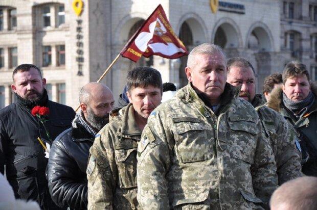 Легендарного бойца АТО хоронили на коленях в Киеве, никто не сдерживает слез: кадры прощания