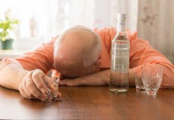 Пьяный алкоголик водка бухлишко