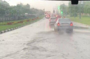 Авто плавають як кораблі: потоп утворився на дорогах Харкова, кадри
