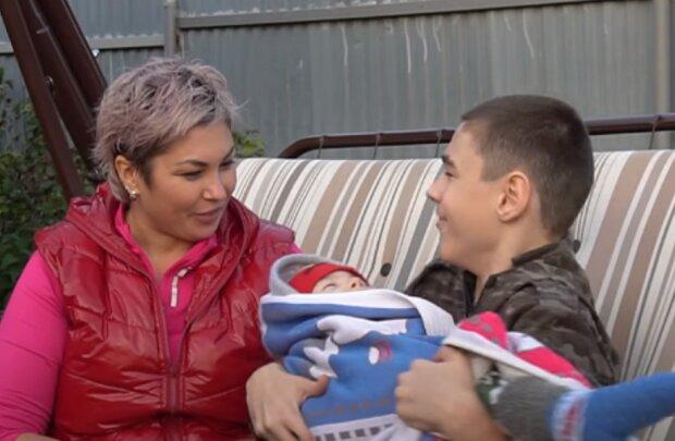 """Женщина сама воспитывает трех сыновей с ДЦП, невероятная история: """"Предлагали избавиться от детей..."""""""