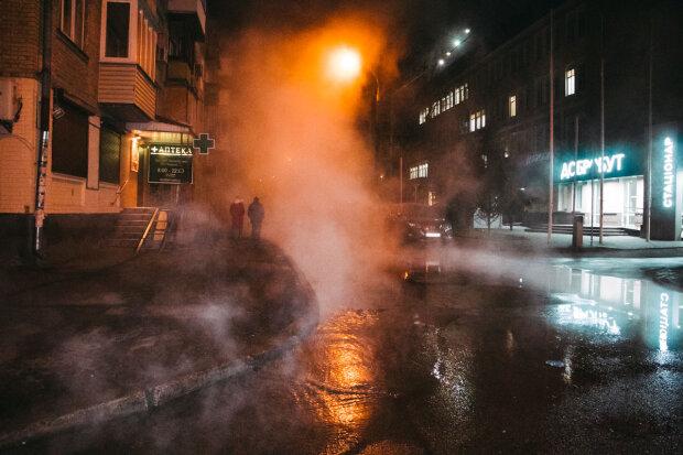 Техногенна катастрофа в Києві: прорвало ще одну трубу, кип'яток тече в житловий будинок