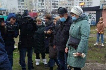 """""""Похорон"""" на Позняках: жителі підірваної багатоповерхівки провели символічний ритуал, фото"""