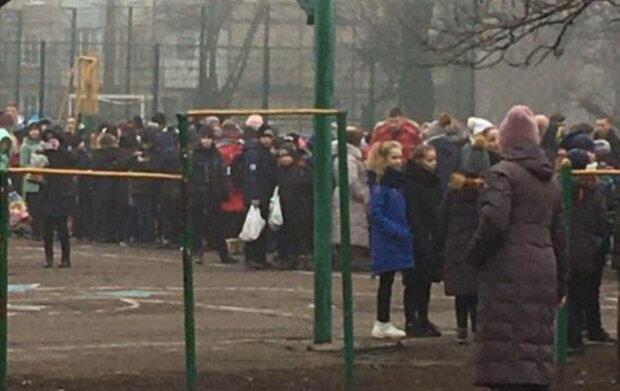 НП в Кривому Розі, сотні дітей масово евакуюють: перші деталі і кадри