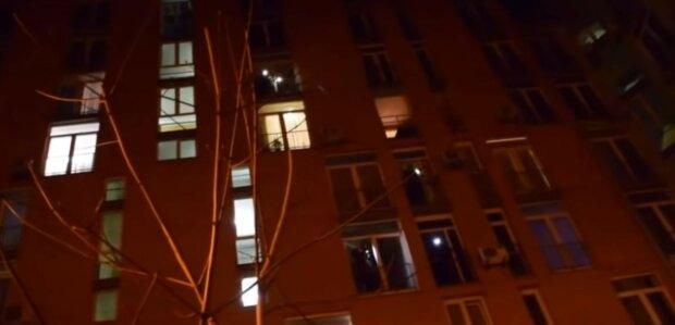 «Слава Україні!»: кияни відповіли коронавірусу гімном зі своїх вікон, відео