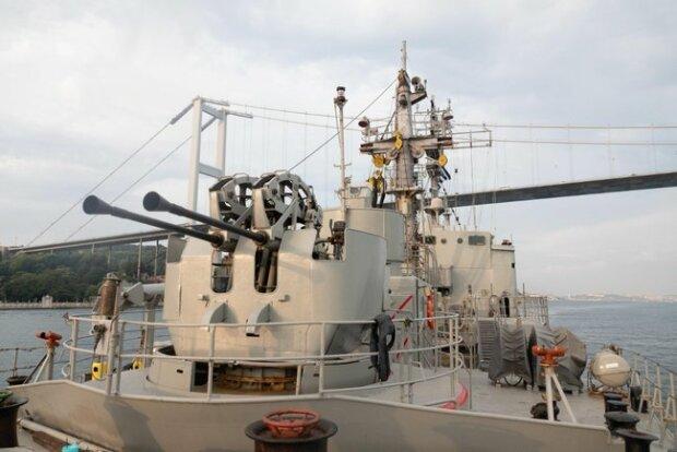 Две группы кораблей НАТО вошли в Черное море и направляются в Украину: фото происходящего
