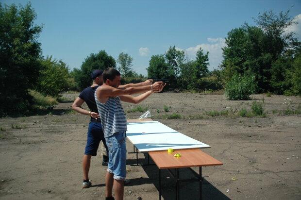 Жителів Донбасу вчать давати відсіч бойовикам Росії (фото)