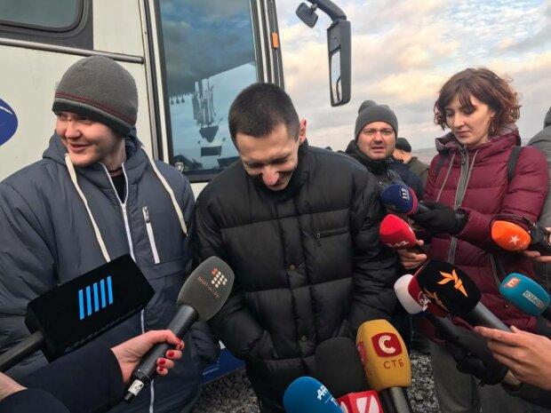 Встреча пленных в «Борисполе» затягивается: что произошло