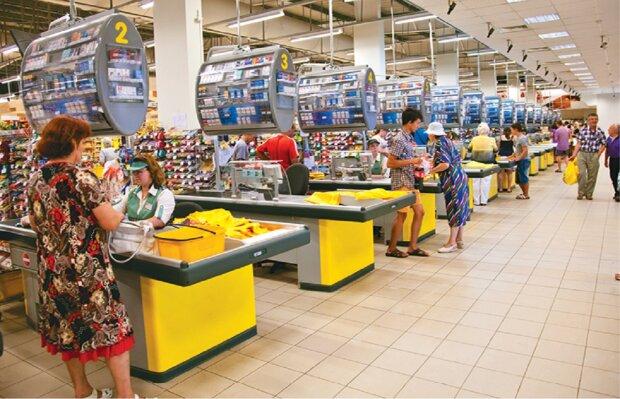 Магазины перестают принимать некоторые купюры и 25 копеек, решение Нацбанка: куда их теперь нести