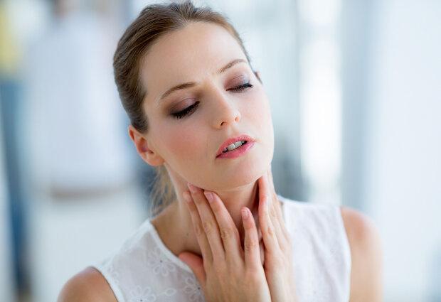 Комаровский рассказал, кому каждый день нужно закалять горло