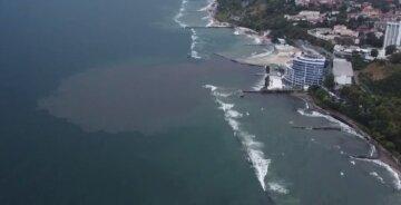 """Огромное пятно в Черном море вызвало ажиотаж в Одессе, видео ЧП: """"Думали, не заметят"""""""