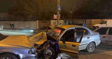 Жуткое ДТП в Днепре: сразу три машины превратились в груду металла, кадры с места аварии