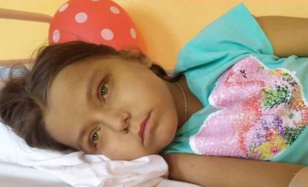 """""""Очень страшно хоронить своего ребенка"""": маленькая Юля угасает на глазах, неравнодушных просят о помощи"""