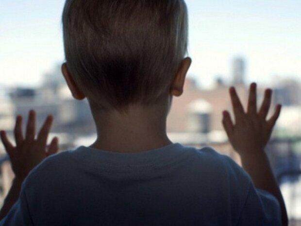 ребенок, окно