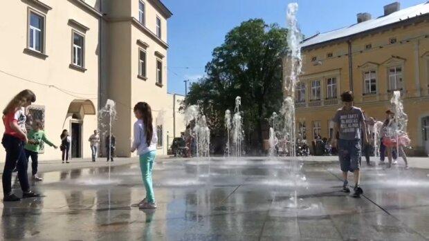Ванні процедури: на що перетворили знаменитий фонтан на Подолі (фото)