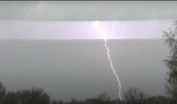 """Дощі та грози зіпсують харків'янам настрій, синоптики озвучили прогноз: """"пориви вітру до..."""""""