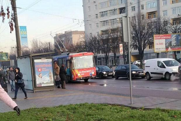 Рух транспорту зупинився у Львові: що сталося, фото НП