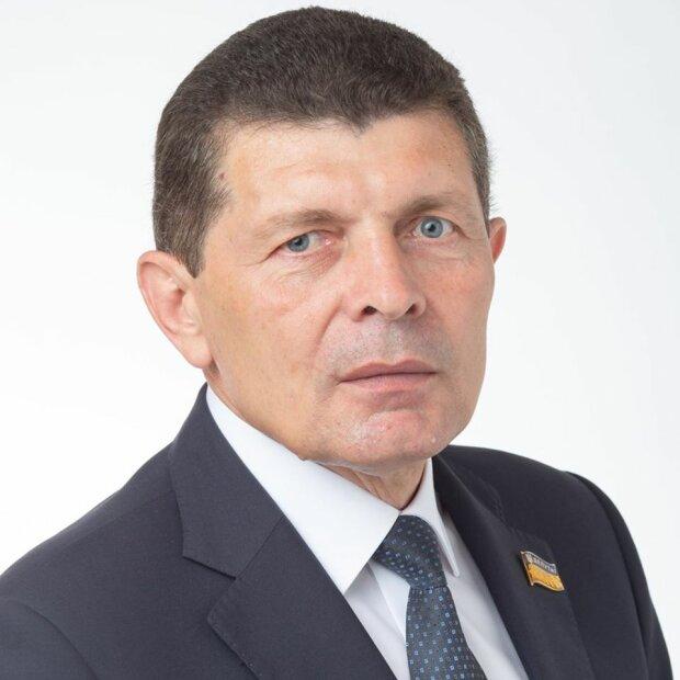 Депутат Закарпатської обласної ради Міклош Товт закликав створити Угорський район
