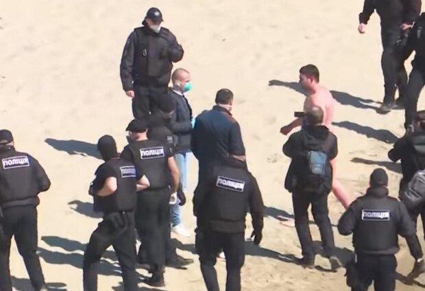 """Спортсмена оштрафовали на 17 тысяч после протеста в Гидропарке: """"находился без маски"""""""