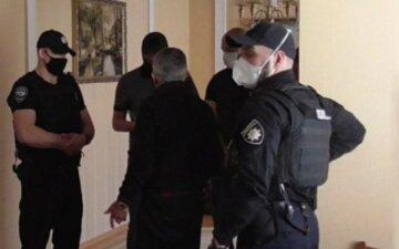 Харків'янин регулярно знущався над своїм 71-річним батьком: у справу втрутилася поліція