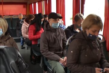 украинцы, осень, весна, остановка, проезд, цена на проезд, автобус, скрин