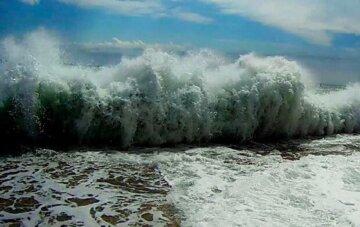 Туристов унесло штормом в море  под Одессой, фото: стала известна их судьба