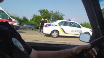 """Полицейские попали в аварию на служебном авто под Одессой: """"перевозили заключенного"""