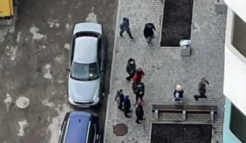 Шайка подростков держит в страхе киевлян, есть первые жертвы: кадры жестокого нападения