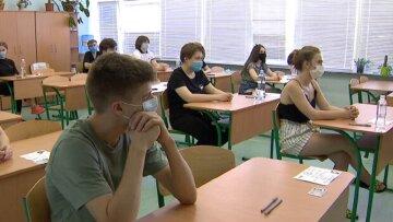 """Новые правила карантина введут  в школах Одессы: """"будут носить защитные щитки"""""""