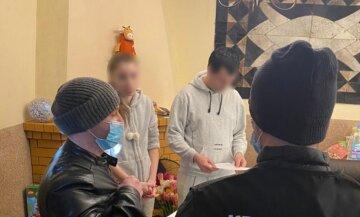 """Киянка """"наварила"""" на довірливих українцях сотні тисяч гривень: деталі шахрайської схеми"""