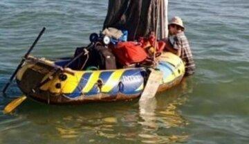 Харків'ян віднесло у відкрите море на надувному човні: фото з місця інциденту