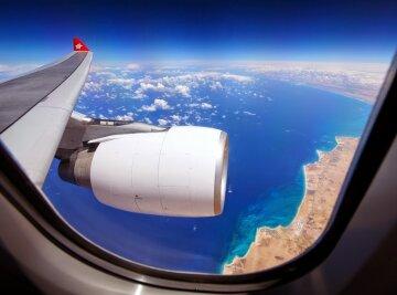 самолет иллюминатор