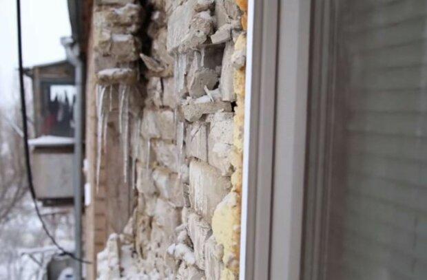дом разрушается