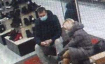 Супружеская пара филигранно обнесла магазин в Днепре: преступление попало на камеру