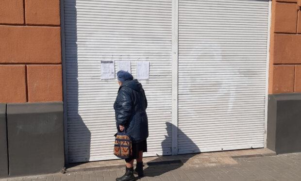 По всьому Дніпру масово закриваються магазини на час карантину: які залишаться відкритими