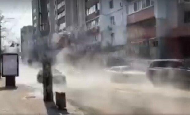 Техногенная катастрофа в Киеве: улицы ушли под воду, видео ЧП
