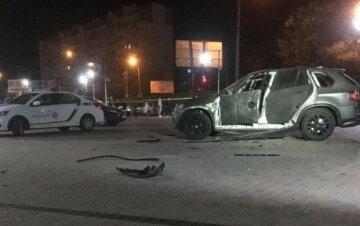 В Івано-Франківську прогримів вибух, автомобіль обстріляли з гранатомета: кадри і деталі НП