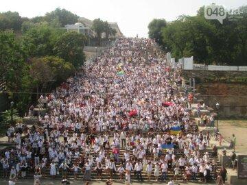 На Потьомкінських сходах рекордна кількість людей у вишиванках (фото, відео)