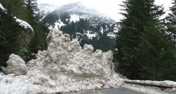 Жителям Закарпатья угрожает сход лавины — фото